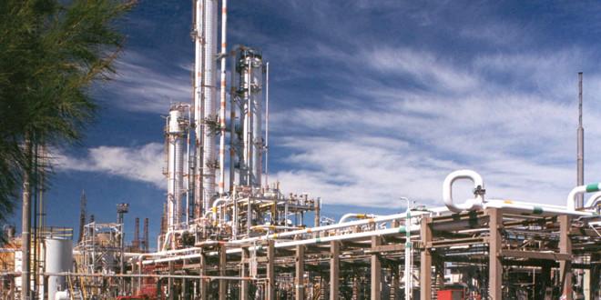 YPF sigue de compras: negocia por una planta petroquímica