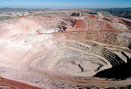 BHP inició el proceso para posible venta de su mina de cobre Cerro Colorado en Chile
