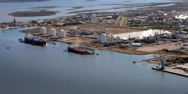 Convocan a licitación para el dragado en el canal de acceso al puerto bahiense con una inversión de US$55 millones