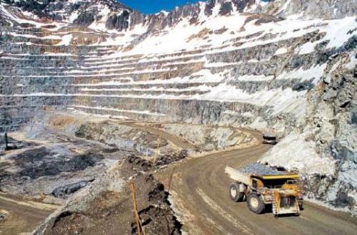 Minera La Alumbrera fue notificada por la Justicia y suspendió transitoriamente sus actividades