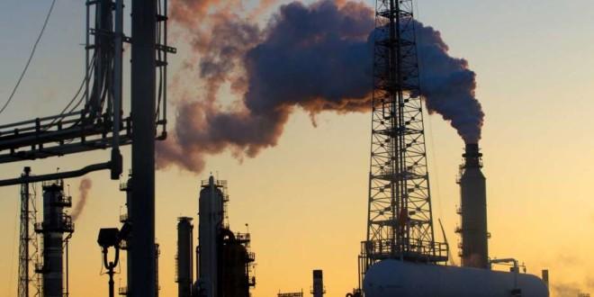 El impacto del paso de Harvey por Houston presiona al petróleo