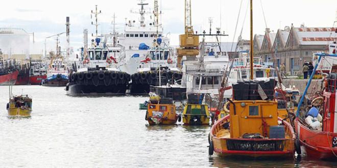 El Gobierno importa tres barcos de GNL para asegurar el abastecimiento en invierno
