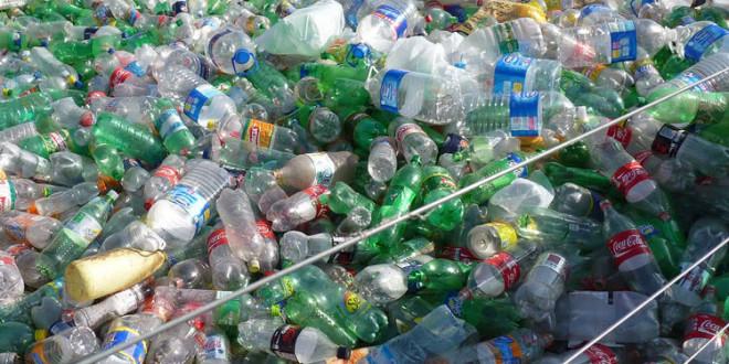Los precios del petróleo reducen a la mitad el negocio del reciclado de plástico PET en la Argentina