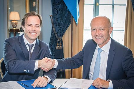 El vicepresidente ejecutivo de Exploración de Statoil, Tim Dodson, y el vicepresidente de Desarrollo de Negocios de YPF, Sergio Giorgi