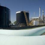 Por la imposibilidad de pagar el petróleo, la refinería de Oil Combustibles paraliza su producción por primera vez en su historia